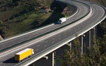 La UE obliga a España a rectificar: no serán necesario tres camiones para obtener la autorización de transporte